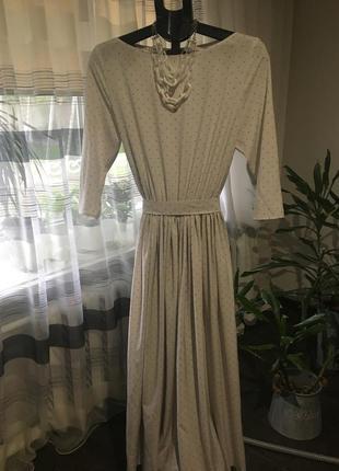 Продам стильное платье свободного кроя с колье.