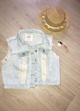 Стильная жилетка джинсовая с потертостями