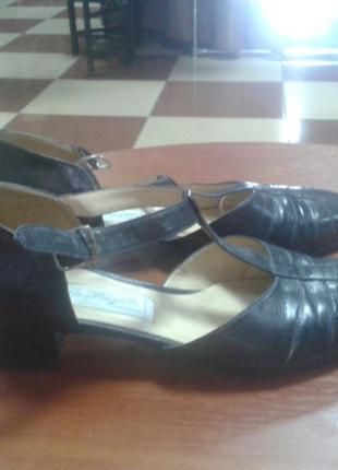 Кожаные темно синие босоножки туфли на низком каблуке