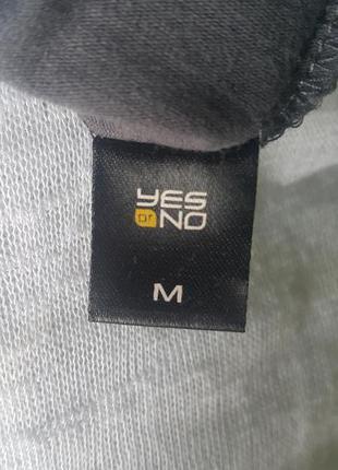 Новая летняя качественная футболка yes or no темно-серого цвета с cеребряным рисунком4 фото