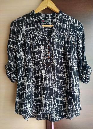 Стильная блуза в абстрактный принт