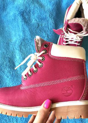 Яркие ботинки timberland фуксия с натуральным мехом
