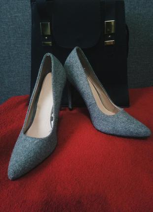 Новые туфли лодочки с шерстью на внешней стороне