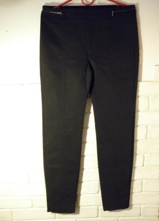 Чёрные брюки с змейками на поясе от mango