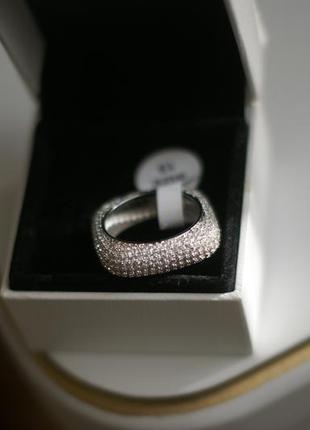 Шикарное,  женское кольцо  полностью усыпанное  мелкими камнями