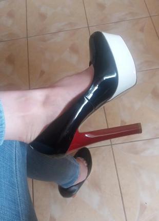 Сексуальные туфли на устойчивом каблуке