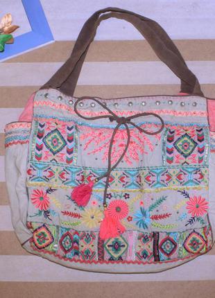 Легкая вместительная  летняя сумка вышитая  accessorize