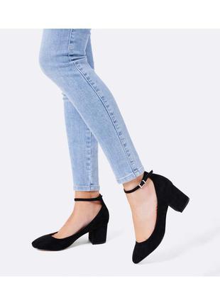 Чёрные  замшевые босоножки  с ремешками на каблуке