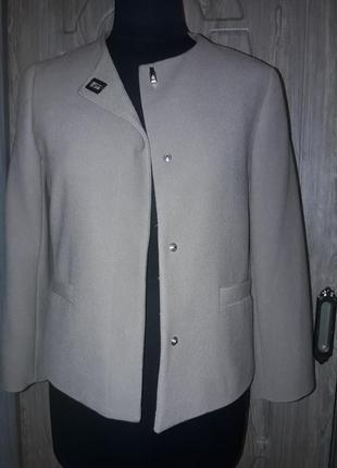 Zara пиджачек классика chanel