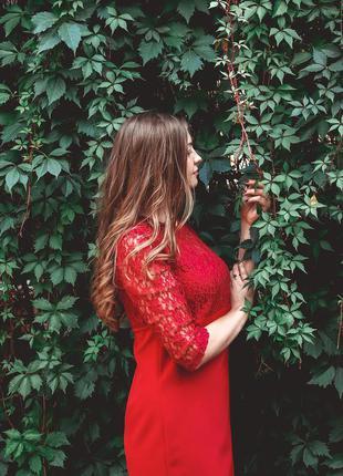 Нарядное платье с гипюром