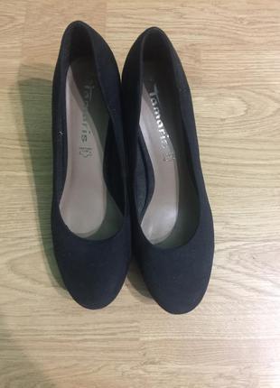 Стильні та зручні туфлі з натуральної замші.