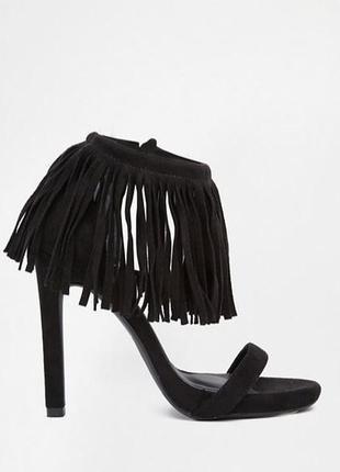 Марсаловые!! босоножки на каблуке с бахромой missguided