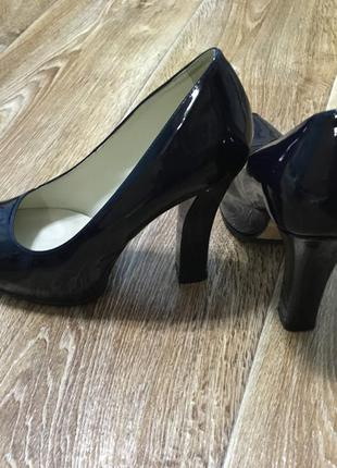 Туфли лаковые черные/на высоком толстом каблуке италия