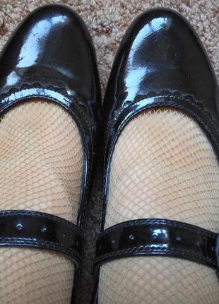 Туфли балетки босоножки лаковые  hotter на 40-41