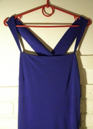 Синее платье с оригинальными брителями от mango