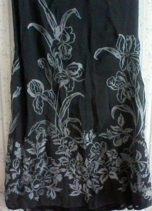 Юбка шелк на подкладке с выбитым рисунком, разм. 46