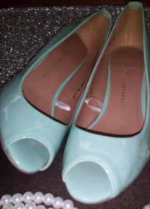 Туфли -лодочки с открытым носком