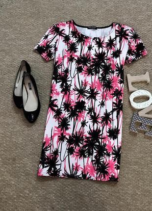 Яркое платье в принт select