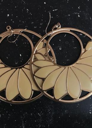 Серьги-кольца с цветами asos