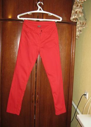 Джинсы piecee, размер 10/38, красные