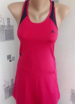 Красивое спортивное платье adidas