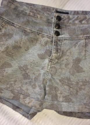 Джинсовые короткие шорты принт