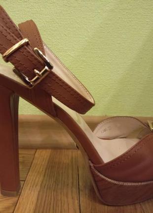 Босоножки кожаные коричневые на каблуке, 39 размер, новые