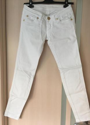 Белоснежные джинсы skinny италия xs-s размер