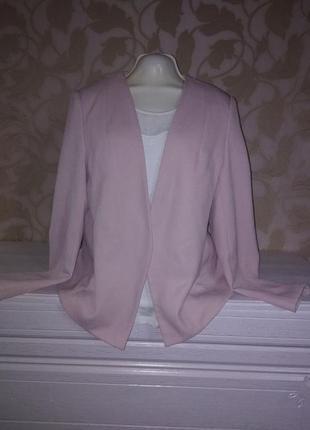 Нежно розовый стильный пиджак