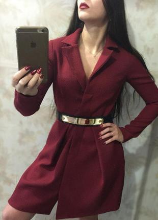 Весеннее бордовое платье s размера с поясом, миди