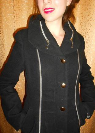 Осеннее пальто фирменное (практически новое)