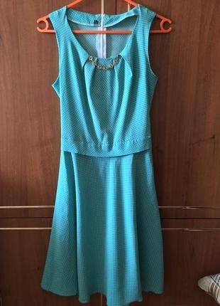 Летнее платье в горошек цвет тиффани