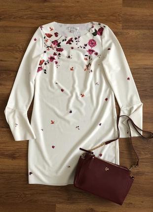 Очень красивое платье с цветами
