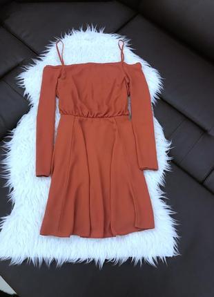 Платье с открытыми плечами от asos