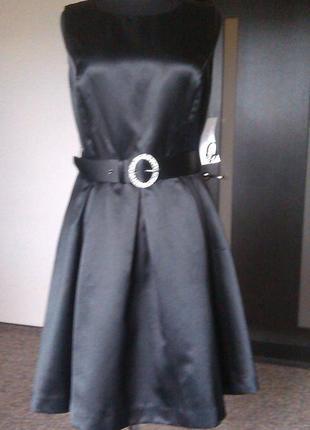 Эллегантное выпускное коктейльное  сатиновое маленькое черное платье nine west , новое