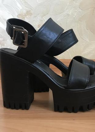 Чёрные боссоножки на платформе и толстом каблуке 36 размер