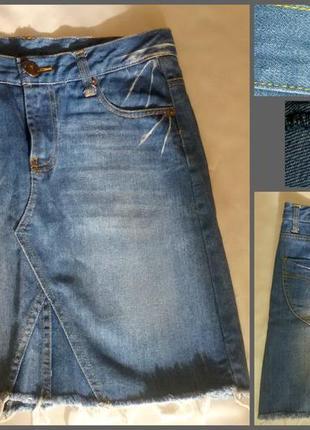 Джинсовая юбка до колен