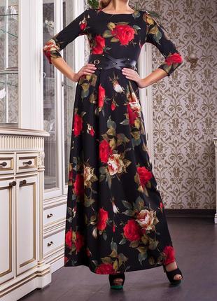 Элегантное длинное платье с цветами