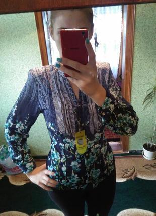Очень красивая нарядная блуза