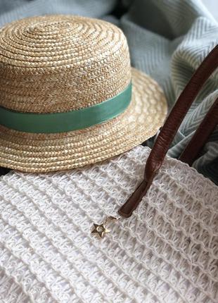 Трендовая соломенная шляпа канотье
