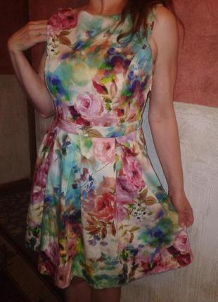 Платье с яркой,летней расцветкой