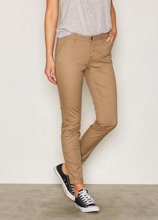 Женские бежевые брюки зауженные чиносы хаки cheap monday