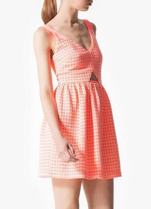 Очень яркое платье