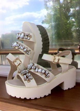 Босоножки на платформе. сандалии. сандали.вьетнамки. туфли. шлепанцы. h&m