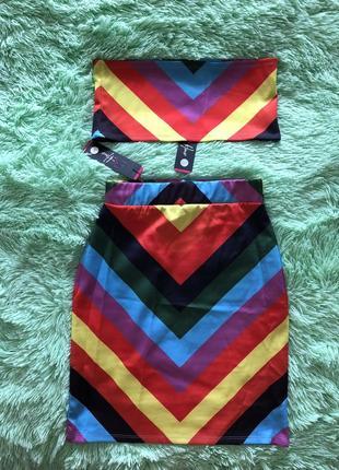 Летний яркий костюм: юбка и топ