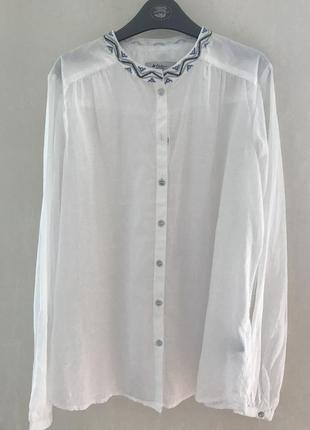 Рубашка белая с вышитым воротником