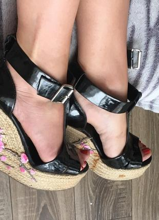 !sale!стильные молодежные босоножки с вышивкой на платформе!