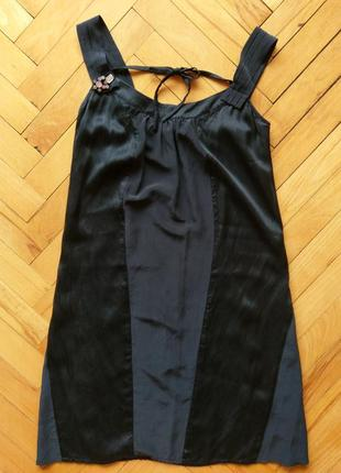 Платье с брошью