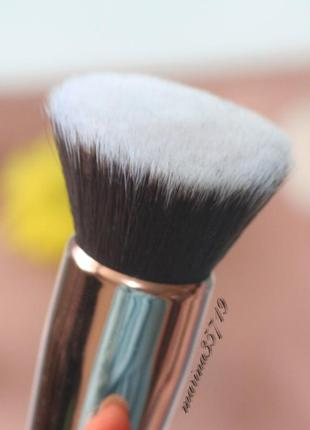 Кисть для макияжа - баффер