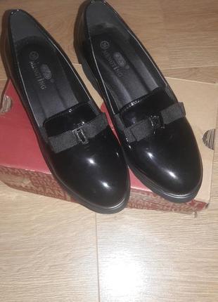 Лакові туфлі -лофери